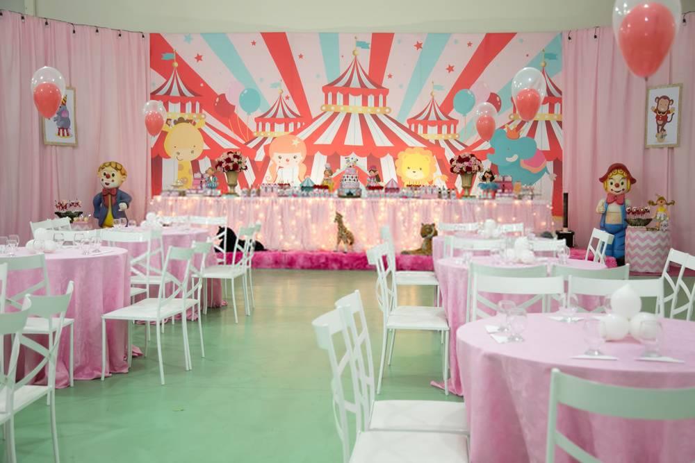 Imagem Aluguel de mesas e cadeira para festa infantil RJ
