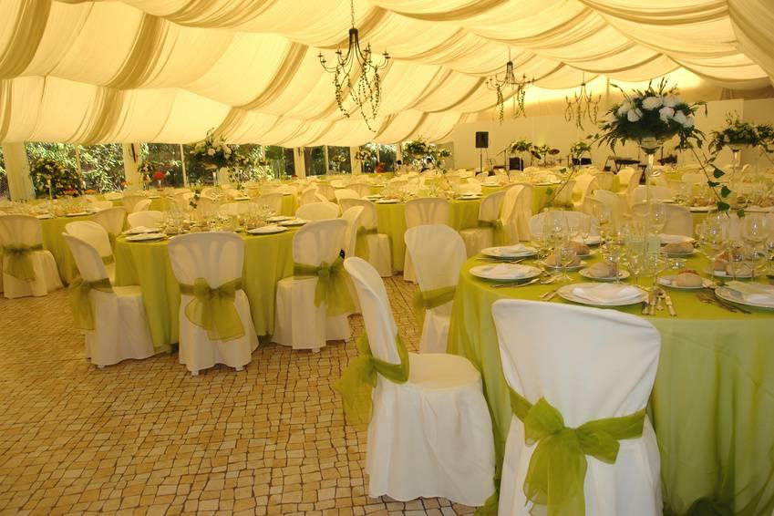Imagem Aluguel de mesas e cadeiras para casamentos RJ