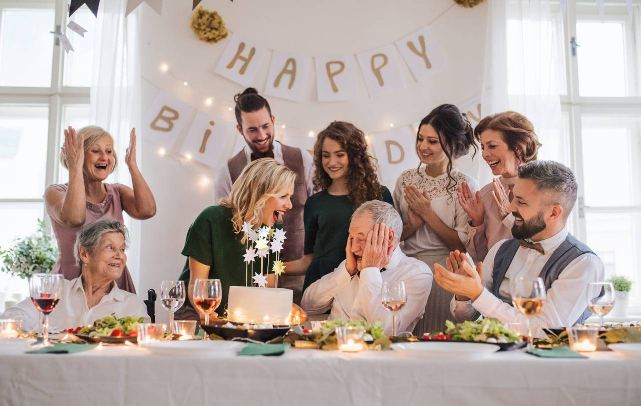 Imagem Locacao de mesas e cadeiras para festa de aniversario adulto RJ